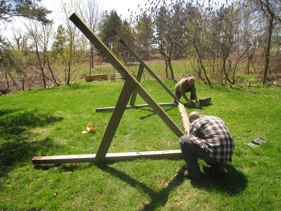 Diy build a recycled treehouse merrypad for Swing set supports