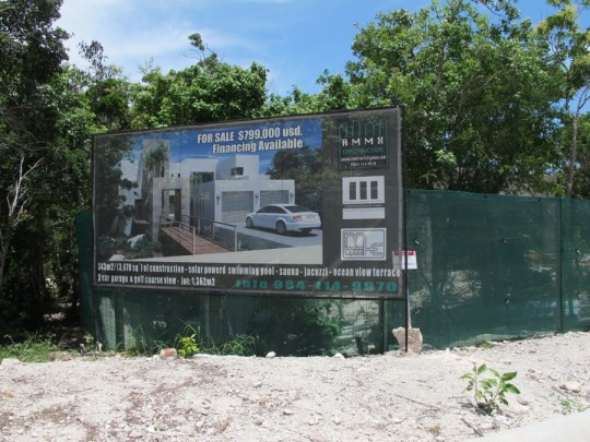 Warning: This signage will make you ready to drop your life savings on a new house in Mexico.