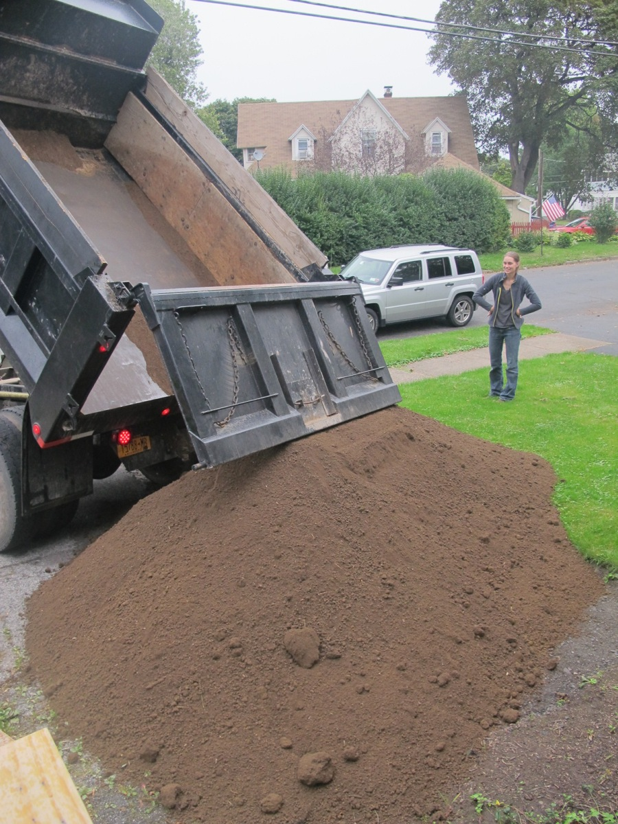 Dirty Jobs, Ordering Yards Of Dirt | merrypad