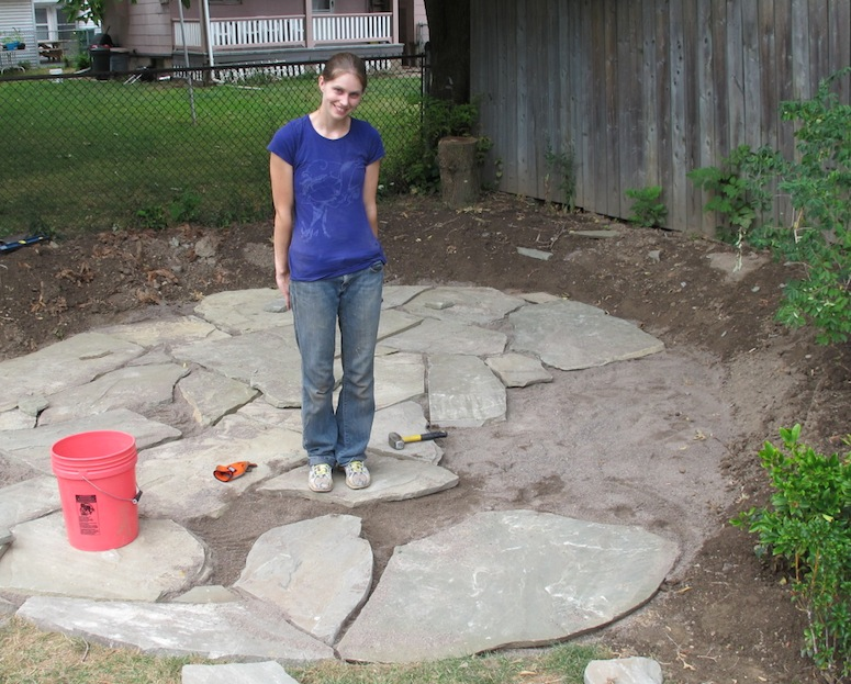 Building A Flagstone Patio : How to lay a flagstone patio merrypad