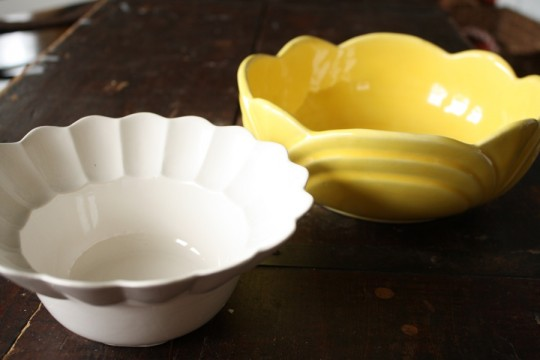 White and yellow antique flower bowls.