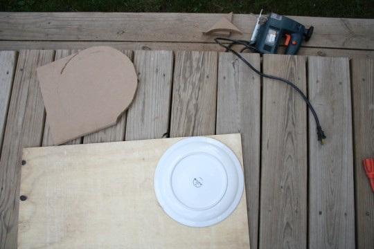 Out with the MDF, in with the thin plywood. Same ol' dinner plate template!